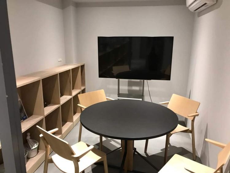 R-officeミーティングルーム